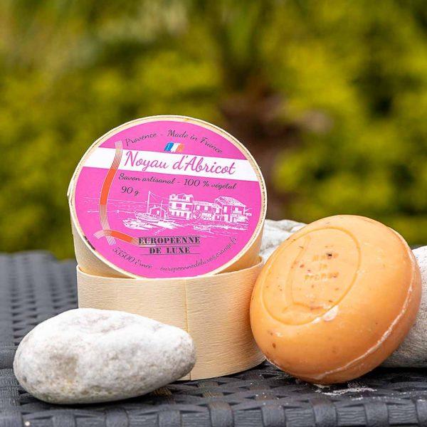 savon senteur noyau d'abricot aux huiles pures végétales, fabrication française